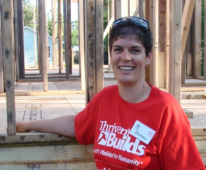 Thrivent Builds Volunteer